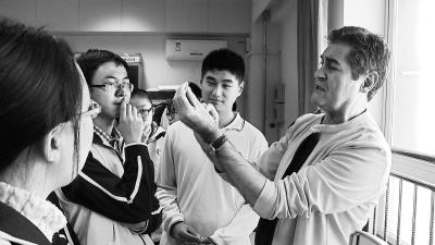 这是该实验室在亚洲建立的第一个面向中学生的培养基地.