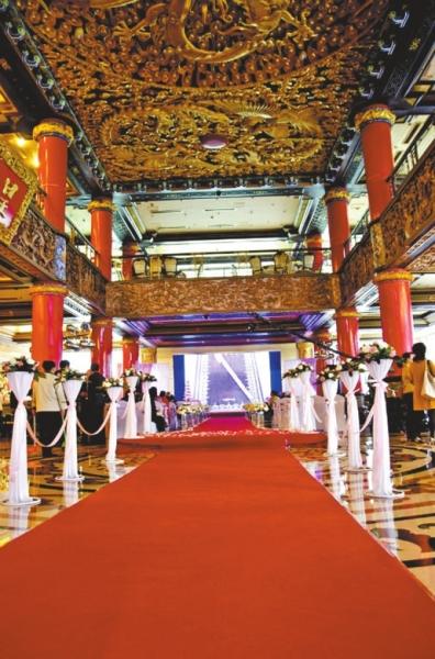 """和欧式浪漫的交相辉映让皇宫大酒店成为郑州消费者心中的""""婚喜宴航母"""""""
