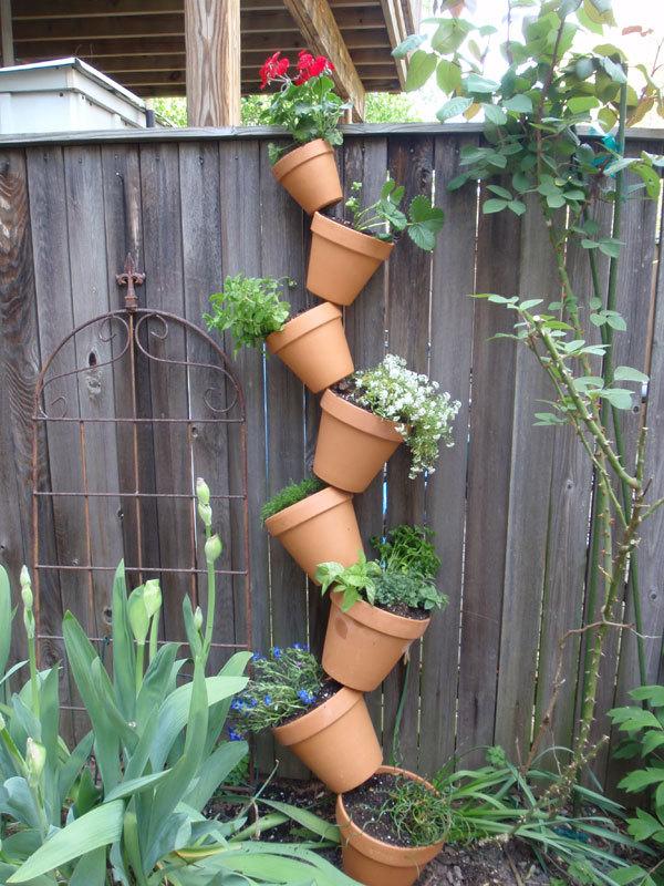 感观:花园应与当地景观相协调。使用乡土的植物或本地的石材,运用当地常用的表现形式。同时加入具有你个人特色的东西,形成一个独一无二的只属于你的花园。