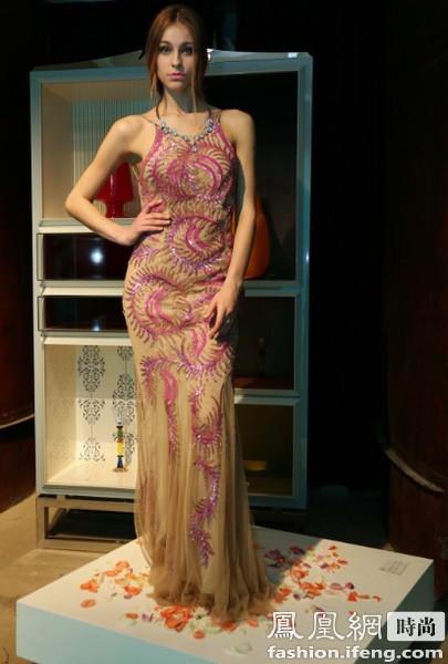 意大利一线高端女装Blumarine亮相北京 静态展示贵