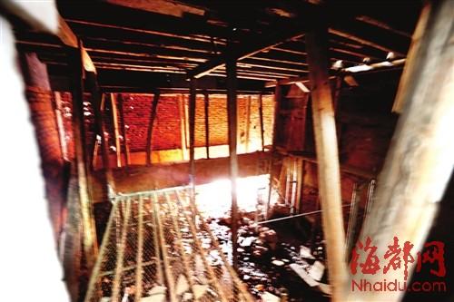 联排别墅挖地下室 还敲掉承重梁