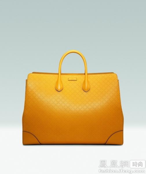 在20世纪30年代,印有Diamante钻石纹设计图案的行李箱首次推出