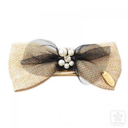 棉麻与黑纱和珍珠水钻异素材mix的蝴蝶结发饰,带来别样的华丽气息.