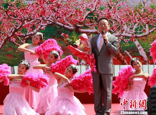 蒋大为在歌曲创作地重唱《在那桃花盛开的地方》。 司晓帅 摄