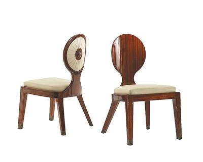 可爱的圆形椅背后面藏着一只发光的太阳,设计者给这款椅子取名叫做