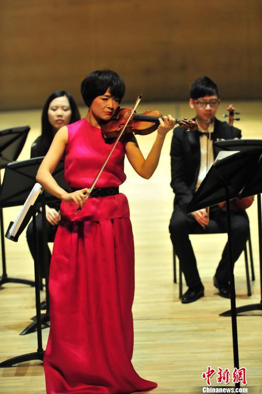 段超 摄 著名小提琴家姚珏携香港弦乐团天津奏响 八季