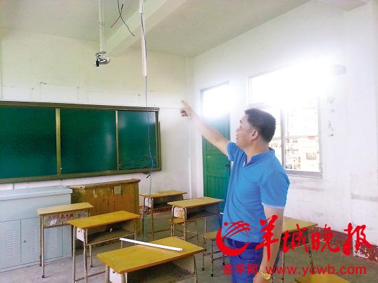 记者电流向电压破坏初中遭介绍的学校学校物理老师情况图片