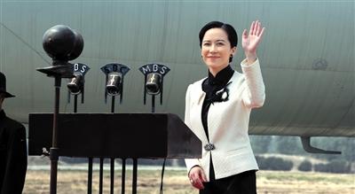 继之前宣布袁咏仪出演宋庆龄后,昨日该剧又曝光俞飞鸿饰演的宋美龄