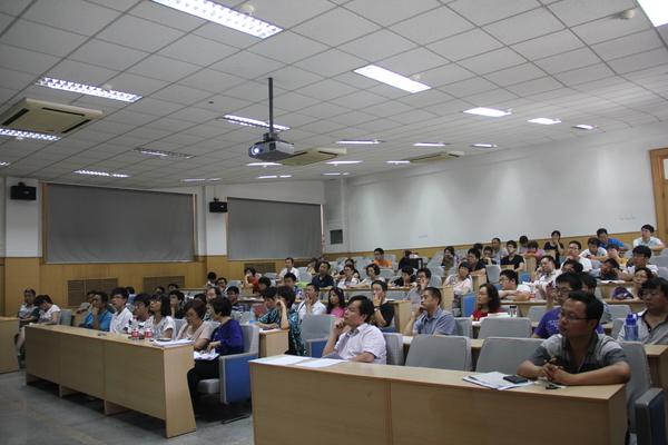 天津大学举办高考咨询会 海小棠 手持录取通知书亮相