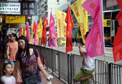 香港街头彩旗飘扬庆回归(图)