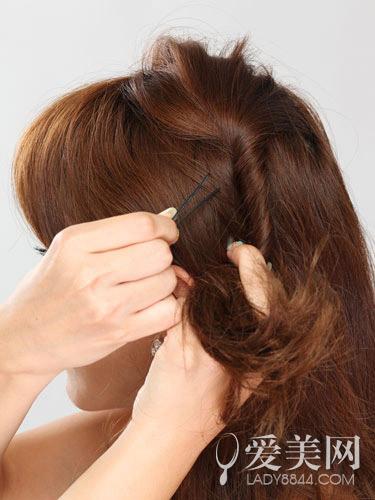 卷发发型扎法图解 示范吸睛抢镜术