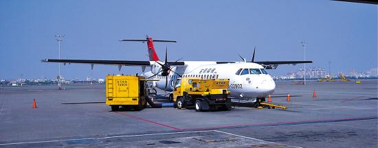 在台湾乘坐螺旋桨客机|飞机|起飞_凤凰资讯