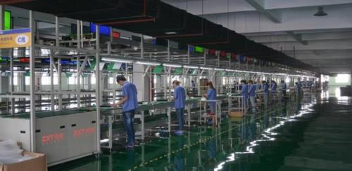 生产线上车间工人图片