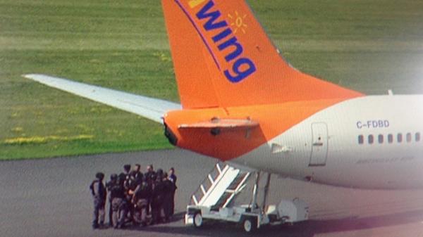 加拿大客机遭威胁:美f16护航 特警登机抓人|飞机|起飞