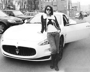 郭美美在网上贴出的玛莎拉蒂跑车照片 高清图片