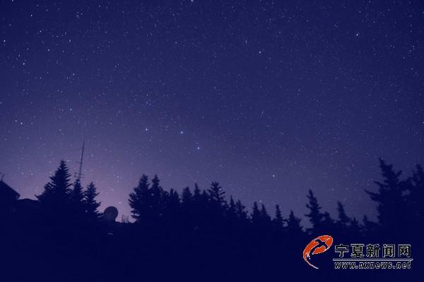 繁星点点的夜空.