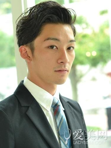日系男生西装头发型 不失时尚潮流