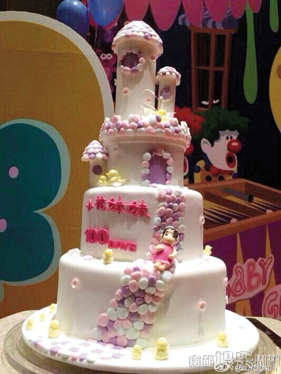小花百日宴蛋糕都很可爱.