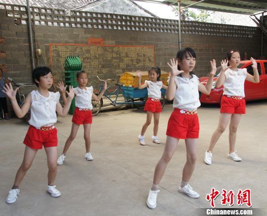 浙江天台白鹤镇因村施教 让留守儿童过多彩暑假