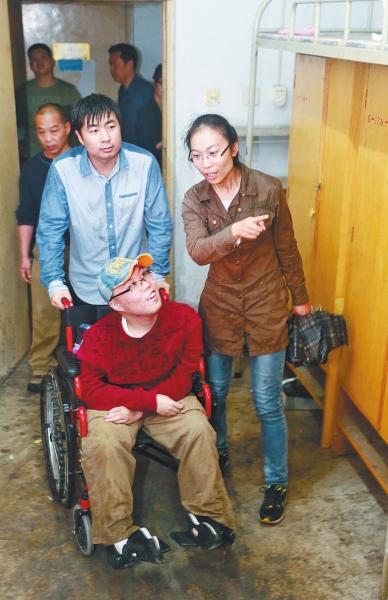 记者 赵腾飞 文 张琮 摄影  阅读提示|13日上午,洛阳师范学院物理与图片