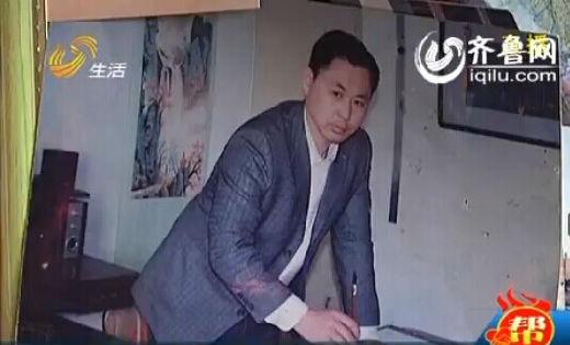 志昊的爸爸曾经在内蒙古当过兵,复原之后,他又爱上了书法和刻章,每天习练。(视频截图)