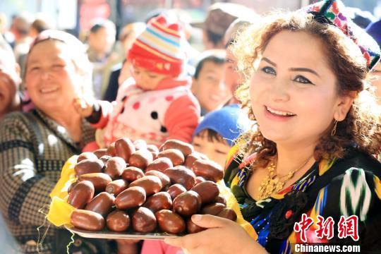 新疆南部少数民族现代女性靓丽风采