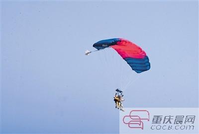 从3000米高空的飞机上跳下