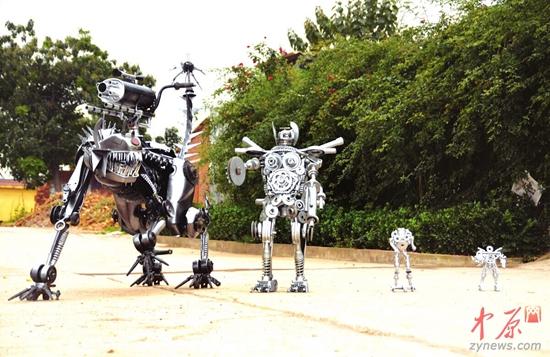 铁丝,废旧汽车配件,开发制作出造型各异,形象生动的机器人工艺品,让废
