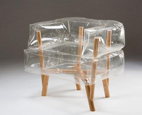 以色列设计师用气垫和木棍设计出创意椅子(图)