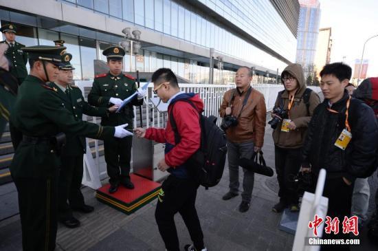(APEC)领导人非正式会议主新闻中心首次向媒体记者开放,图为图片