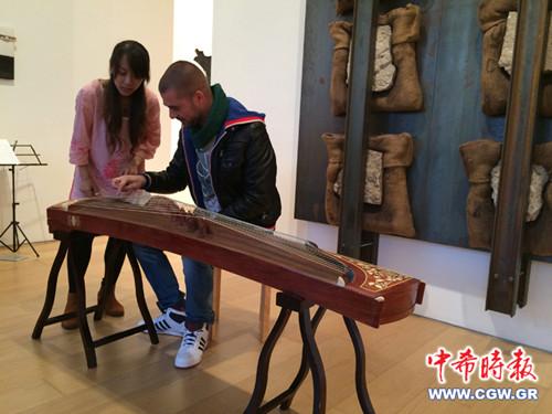 希腊中华传统文化社在雅典举办中国古筝讲习会|乐器