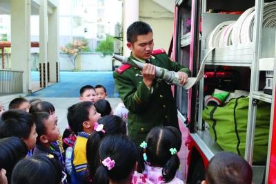 幼儿园开展消防演习
