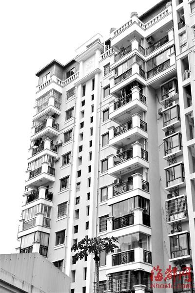 小区楼顶天台 违建小木屋