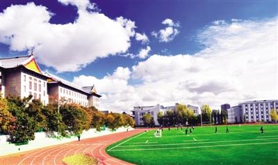 杨雪楠 首席记者 仲亮 校园风光美丽迷人,每天生活在其中的人们,对图片