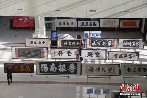 当日,匾额拓片北京高校巡展来到北京电子科技职业学院图书馆,展品均