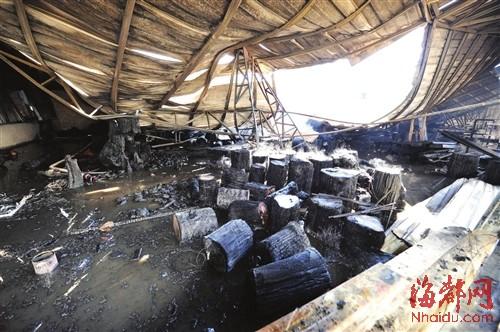 红木家具厂起火 殃及高端酒仓库