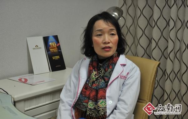 云南省著名乳腺、肿瘤学专家贾玲接受记者采访。