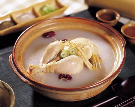 鸡汤:鸡汤不仅解渴,其中所含的钠还有利于水分的保持。