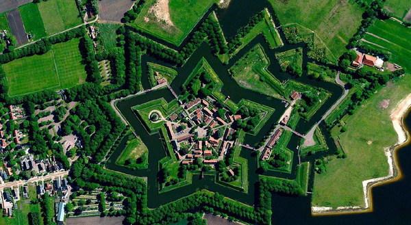 谷歌地图所展现的壮观的卫星图片.(网页截图)