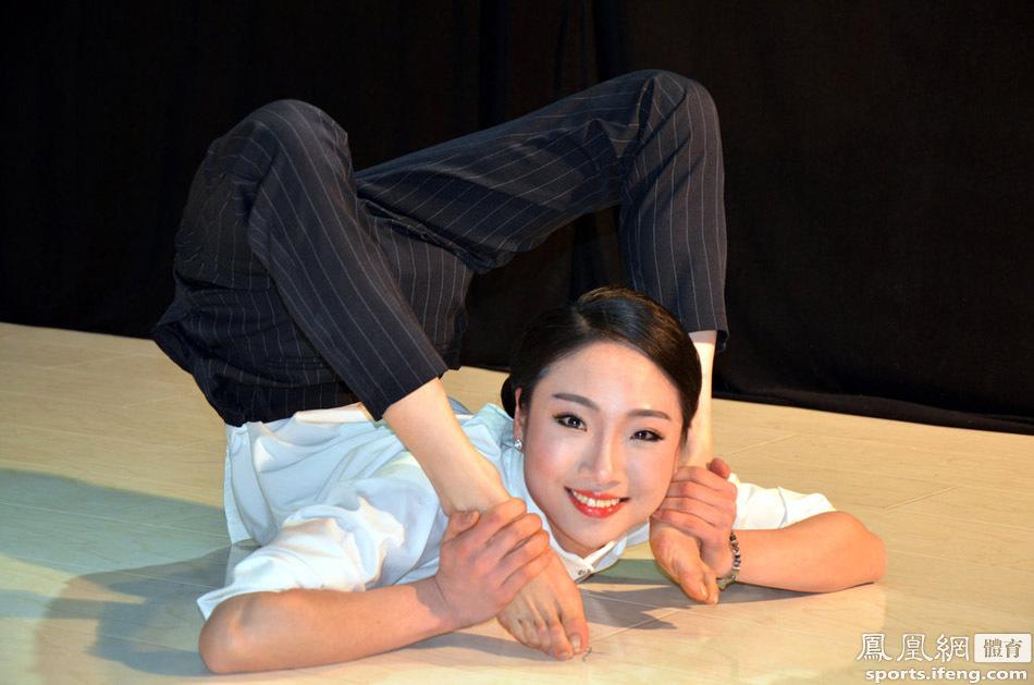 中国第一柔术美女身体对折似无骨