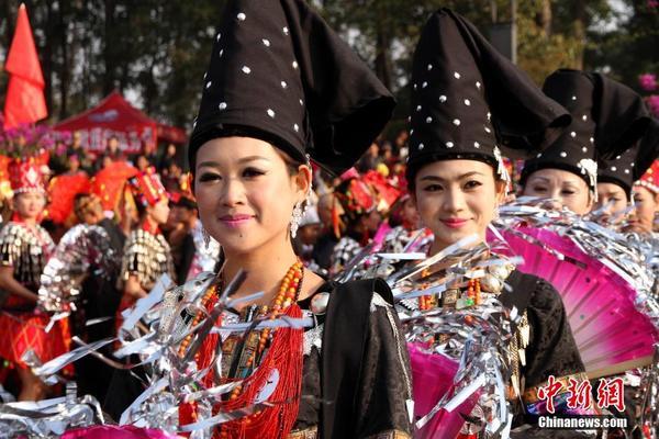 中缅边境景颇族万人共庆 目瑙纵歌图片