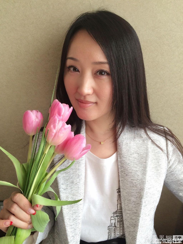 杨钰莹晒美迎女节