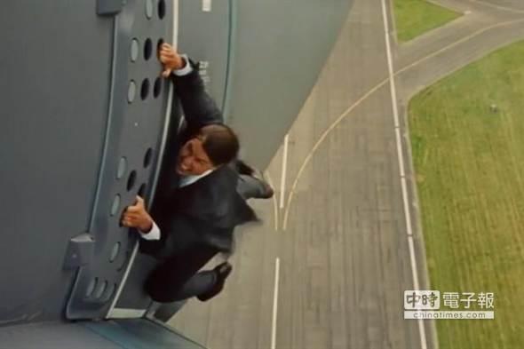 爬完杜拜塔爬飞机 阿汤哥再挑战极限
