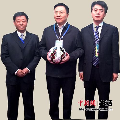 燕京啤酒预祝包头全民足球取得更大的发展