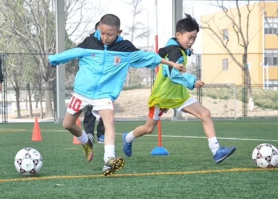 校园足球应成为学校体育的引导者