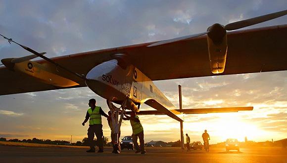 环球飞行的太阳能飞机驾驶员说 我们是高空太阳能平台