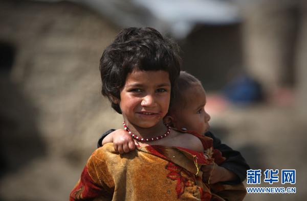 阿富汗贫民窟里的儿童(高清组图)