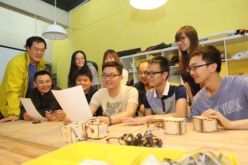 创客同学们收到李克强总理的回信,深受鼓舞。