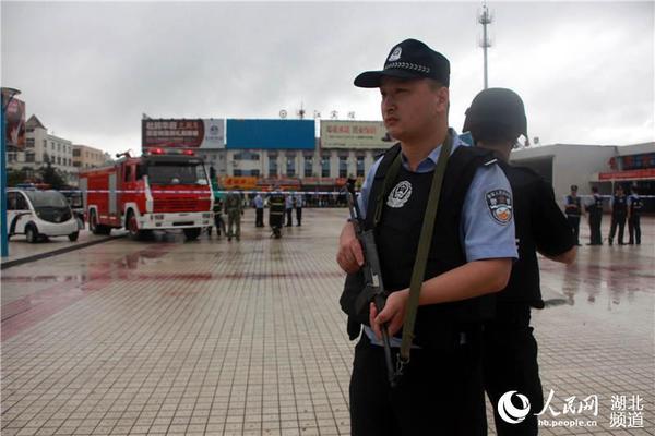 谁知道哪里有做公安教官服的_有谁知道湖北省麻城市公安局的电话号码?负责身份证的