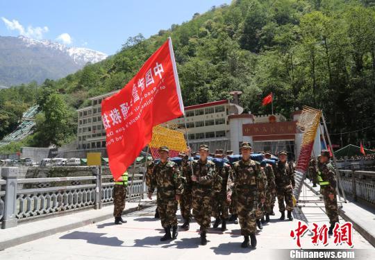 武警交通救援大队赴尼泊尔执行抢险救援任务记事